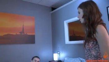 Marido folla a la tetona de su mujer a cuatro patas en la webcam